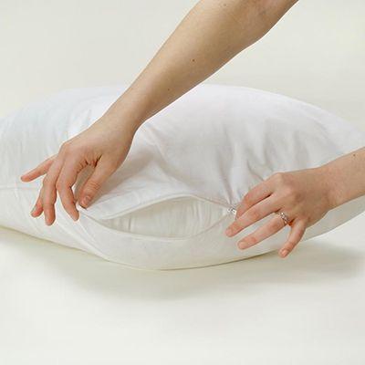 Cobertor de almohada National Allergy colocado en una almohada