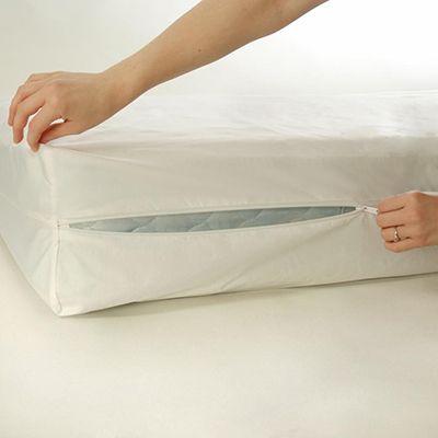 Cobertor de colchón National Allergy colocado en un colchón